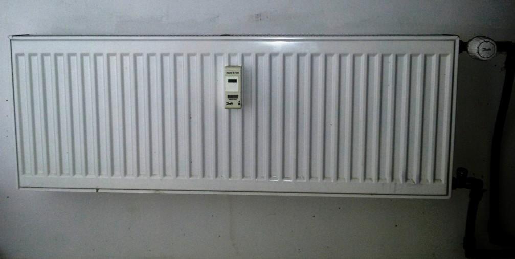 на каждый отопительный прибор монтируется радиаторный распределитель INDIV